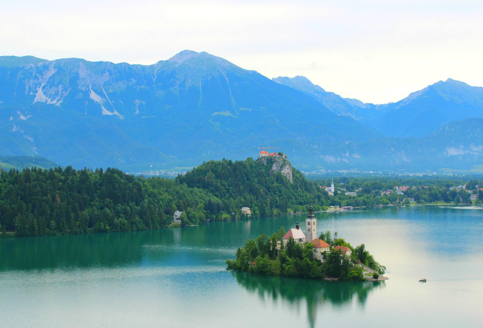 A Romantic Island on the most Idyllic lake!